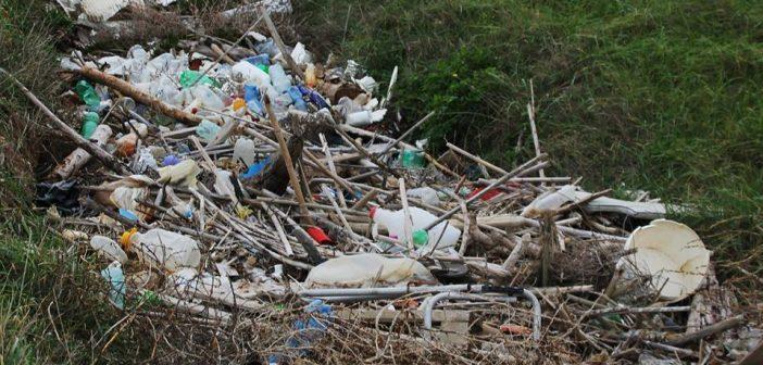 Monopoli: canale per il deflusso delle acque piovane ostruito da rifiuti