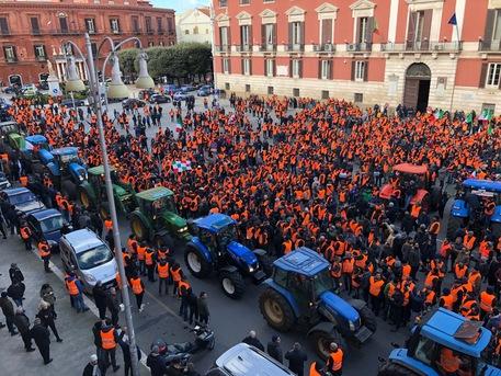 AGRICOLTURA I sindaci del Sud Est barese alla manifestazione dei gilet arancioni
