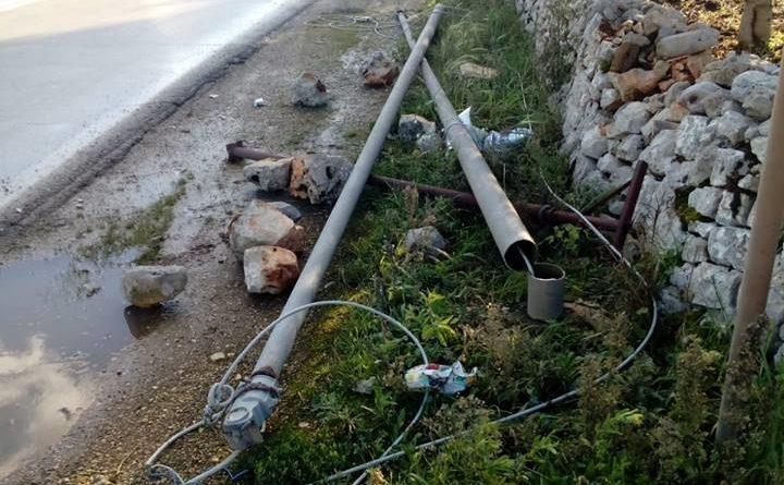 CONVERSANO La Banda della Bmw abbate i pali della luce per sbarrare la strada ai Carabinieri