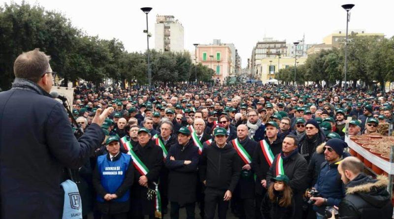 MONOPOLI Xylella, in 5mila alla manifestazione, l'appello degli olivicoltori